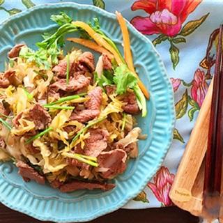 Cách làm Bò Xào Dưa Chua giòn ngon đưa cơm cho buổi trưa