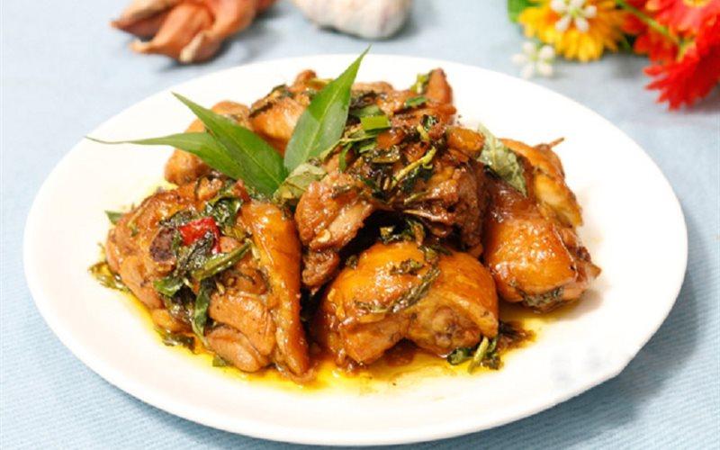 Cách làm thịt gà kho rau răm