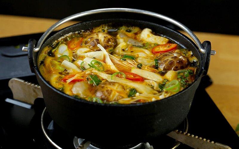 Cách Nấu Lẩu Nấm Chay Chua Cay Cho Ngày Cuối Tuần
