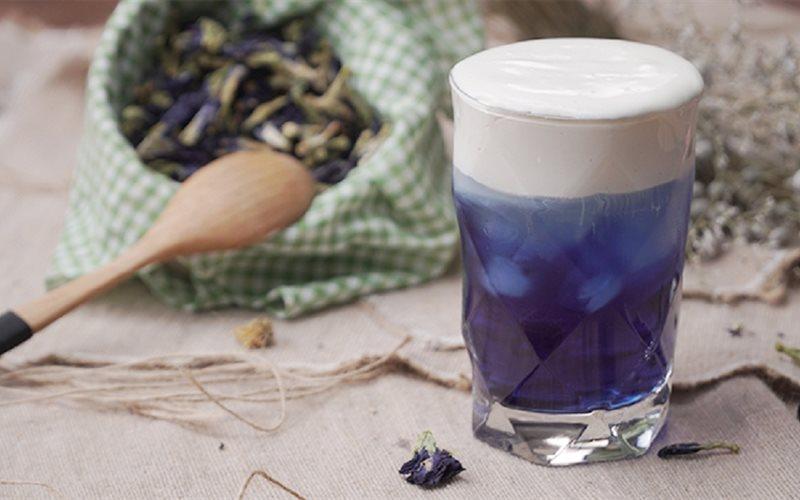 Cách làm Trà Hoa Đậu Biếc Macchiato xanh tím đẹp mắt