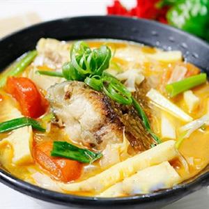 Canh măng chua nấu cá rô phi
