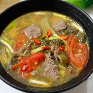 Canh dưa chua nấu thịt bò