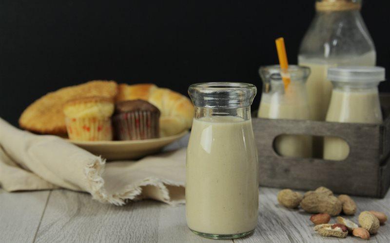 Cách nấu Sữa Đậu Phộng với đường nâu thơm béo cho bữa sáng