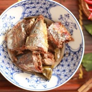 Cách làm cá kho lá trà xanh