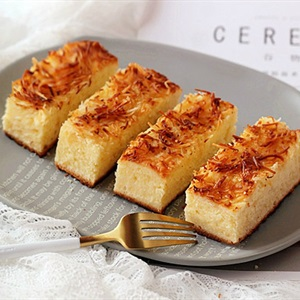 Bánh bông lan phủ dừa nướng