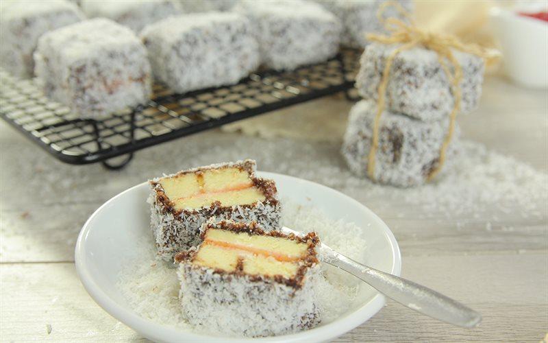 Cách làm bánh Lamington chuẩn vị Úc cực hấp dẫn tại nhà