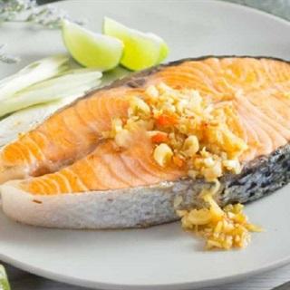Bít tết cá hồi kiểu Thái