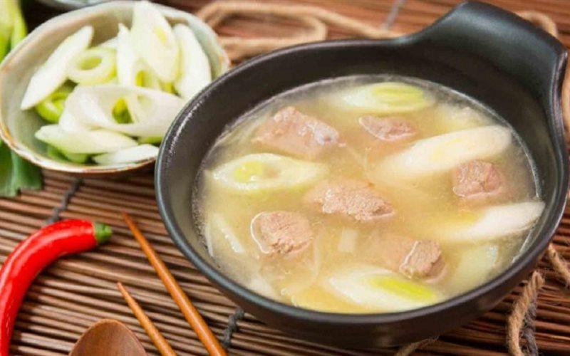 Cách làm súp thịt cừu hành boa rô