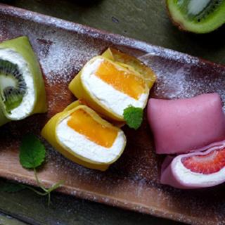 Cách làm bánh crepe cuộn kem trái cây