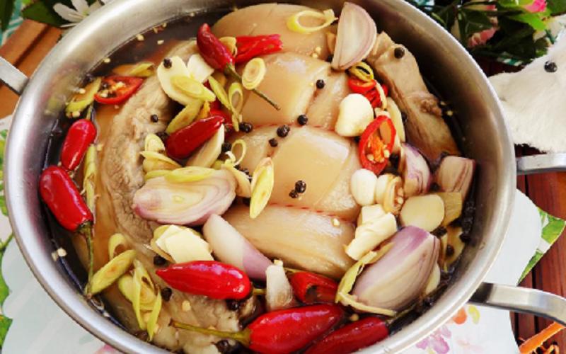 Cách làm thịt heo ngâm nước mắm đậm đà