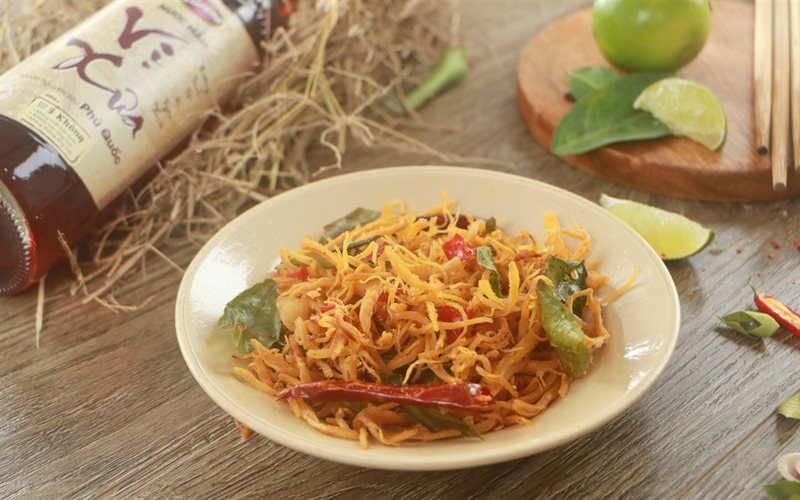 Cách làm Khô Gà Lá Chanh - món ăn vặt cực ngon cho cả nhà nhâm nhi