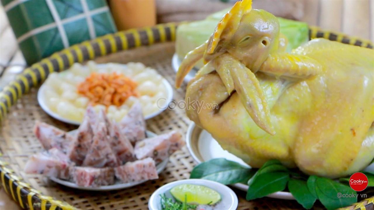 Cách luộc gà ngon giòn vàng thơm cực hấp dẫn - ảnh 2.
