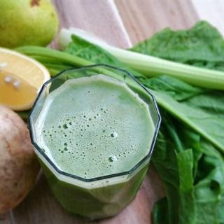 Cách làm nước ép cải bó xôi lê và củ sắn