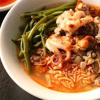 Cách nấu Mì ốc hến bạch tuộc