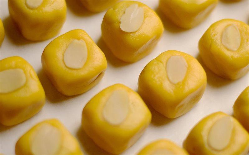 Cách làm Bánh Dứa Hạnh Nhân mềm béo thơm ngon tại nhà