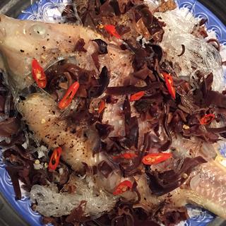 Cách làm cá hấp miến cuốn bánh tráng