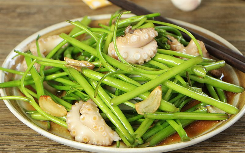 Cách làm Rau muống xào bạch tuộc