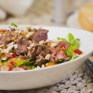 Salad bít tết