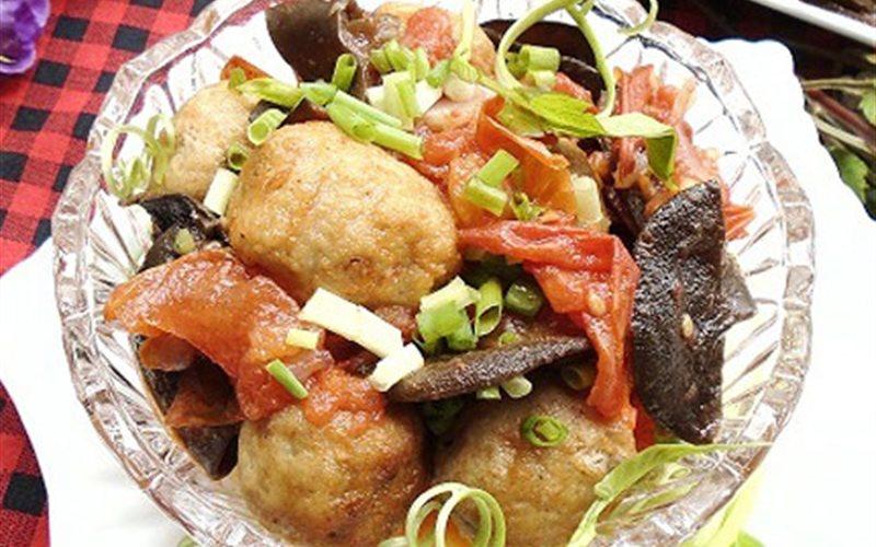 Cách làm Chả cá bọc trứng cút sốt cà chua