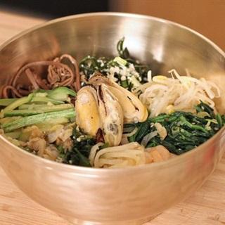 Cách làm cơm trộn hải sản Hàn Quốc