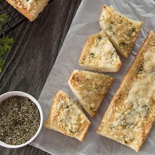 Cách làm Bánh Mì Bơ Tỏi phô mai bằng lò nướng cực đơn giản