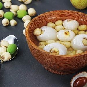 Chè vải nấu hạt sen