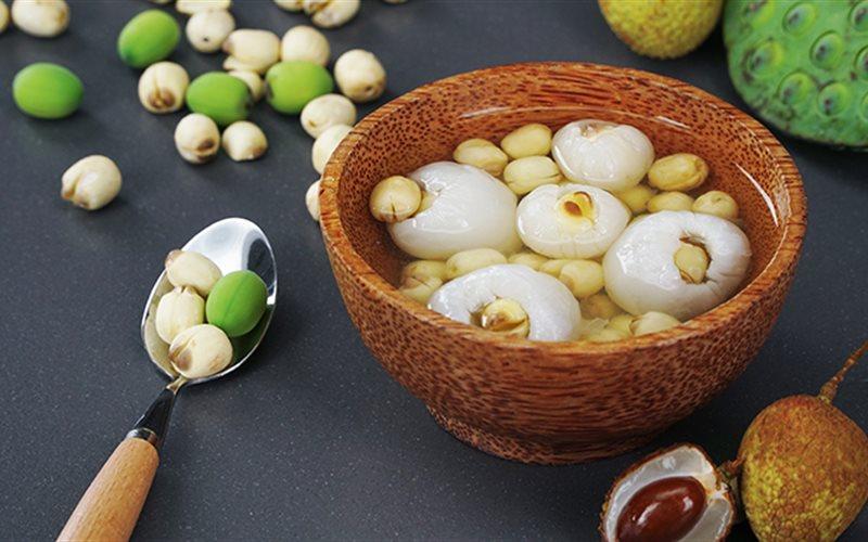Cách làm chè vải nấu hạt sen