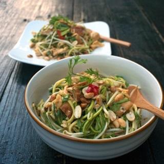 Cách làm salad bí ngòi kiểu Thái