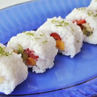 Cơm sushi trái cây