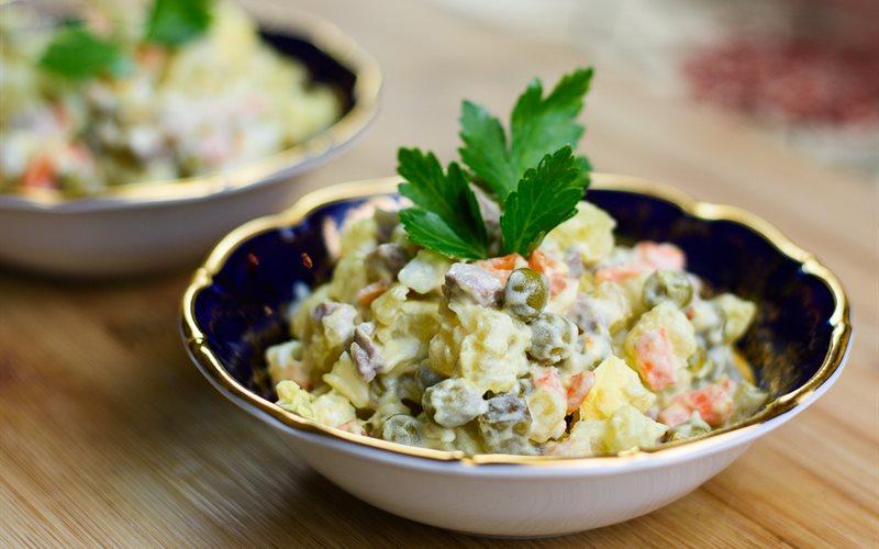 Cách làm Olivier - Salad Nga