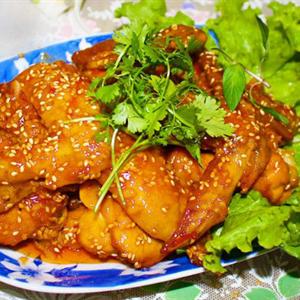 Cánh gà sốt chua cay kiểu Thái