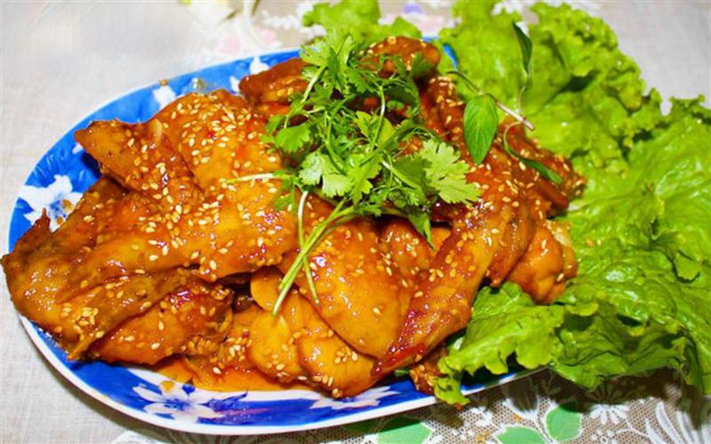 Cách làm cánh gà sốt chua cay kiểu Thái