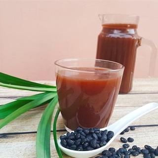 Cách làm nước đậu đen rang lá dứa