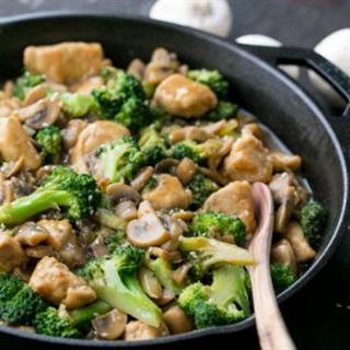 Cách làm gà xào bông cải xanh và nấm