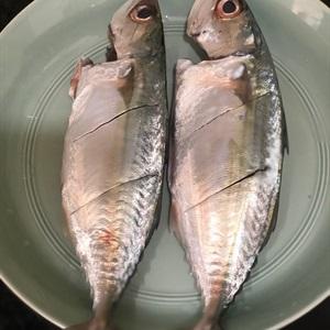 Cá bạc má muối chiên sả ớt
