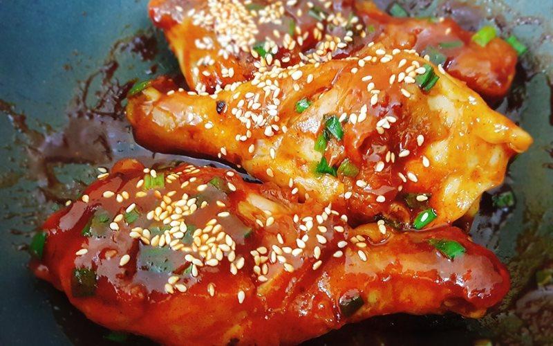Cách làm đùi gà sốt tương ớt Hàn Quốc
