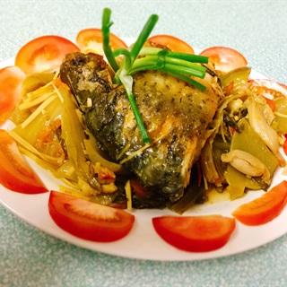 Cách làm Cá chép om thịt heo dưa chua