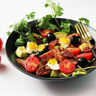 Cách làm salad thịt xông khói