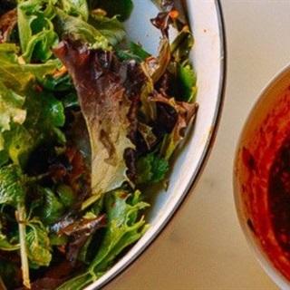 Salad gà nướng trộn cay