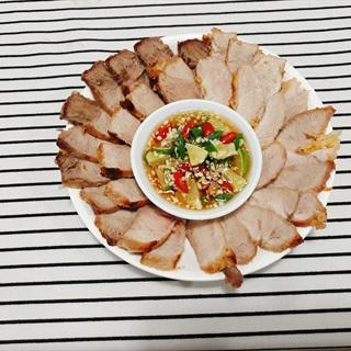 Thịt nạc chiên chấm mắm Thái
