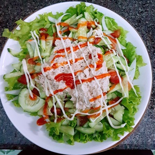 Salad trộn cá ngừ