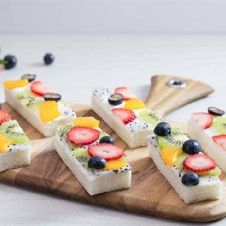Bánh Sandwich hoa quả tươi