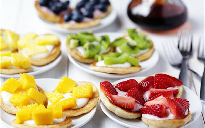 Cách làm bánh Pancake trái cây cầu vồng
