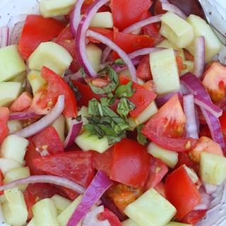 Salad dưa leo cà chua hành tím