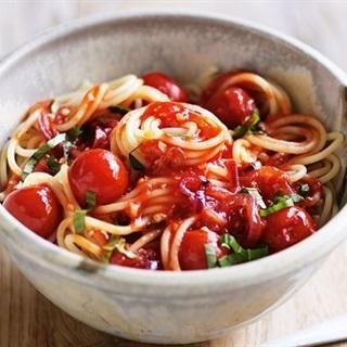 Cách làm Mì Ý trộn sốt cà chua