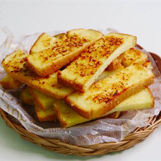Cách làm Bánh mì bơ tỏi nướng bằng chảo