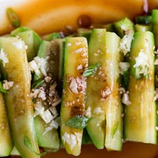 Salad bí ngòi sốt nước tương
