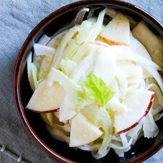 Salad táo cần tây kiểu Hàn