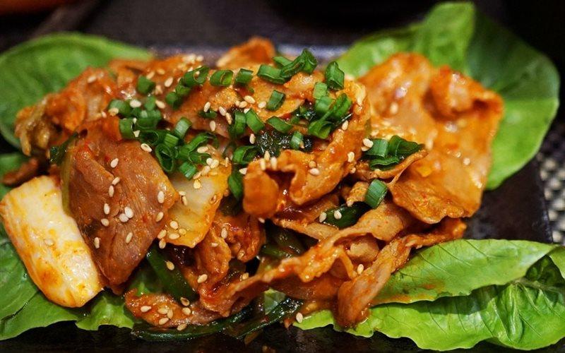 Cách làm thịt heo xào kim chi hấp dẫn