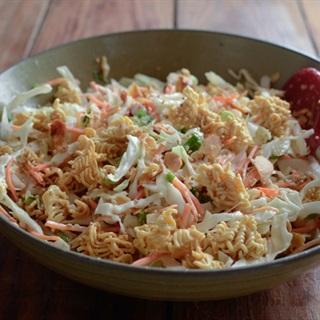 Salad bắp cải trộn mì gói